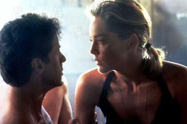 Sharon Stone y Sylvester Stallone en la película 'El Especialista' (1994)